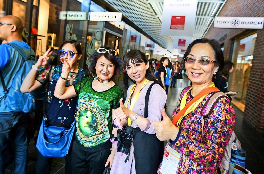 Neben Stuttgart steht die Outletcity Metzingen bei chinesischen Touristen hoch im Kurs. 40 Händler haben dort   Bezahl-Apps eingeführt, wie sie derzeit nur Chinesen nutzen Foto: Ines Rudel