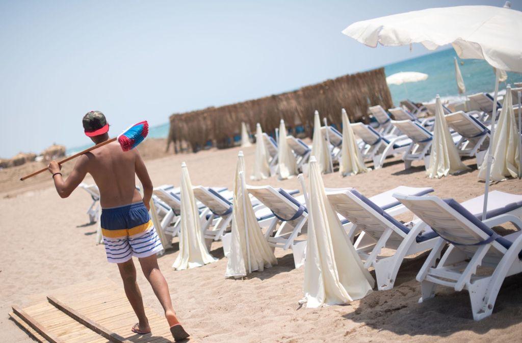 Leere Strandliegen sind in diesem Sommer in der Türkei kaum noch zu finden. Foto: dpa