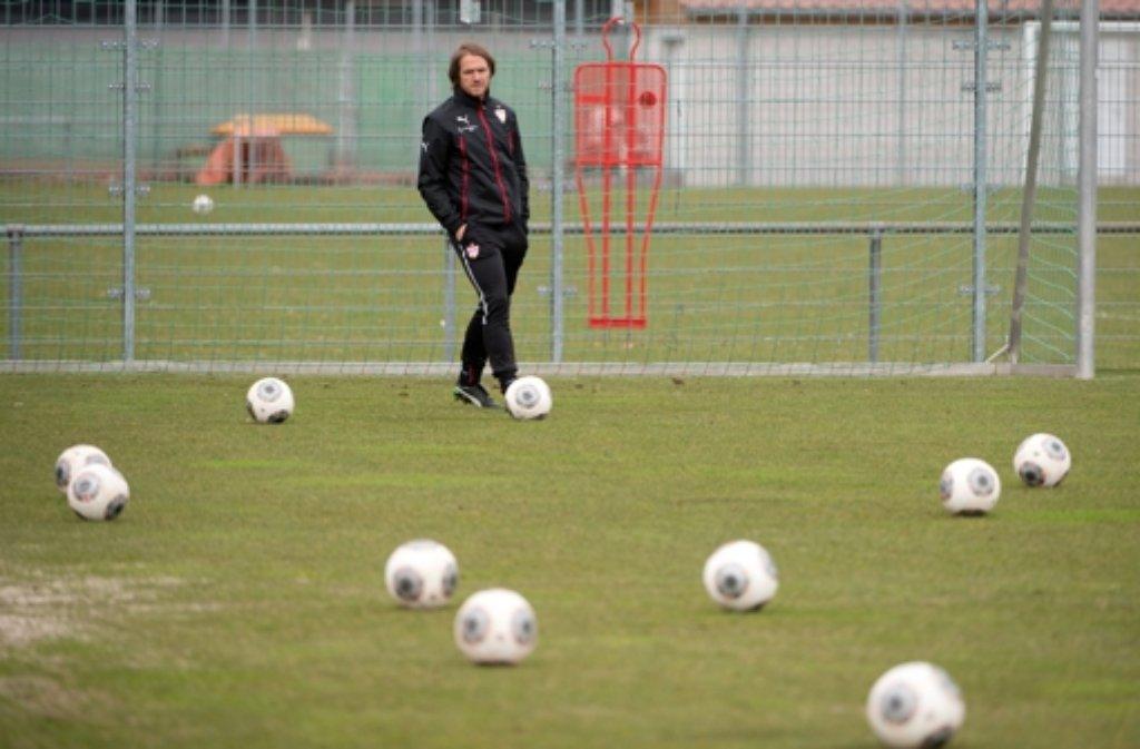 Thomas Schneider bleibt am Ball, weil Krassimir Balakov kein Thema ist. Den Ex-VfBler zeigen wir in der folgenden Fotostrecke. Foto: dpa