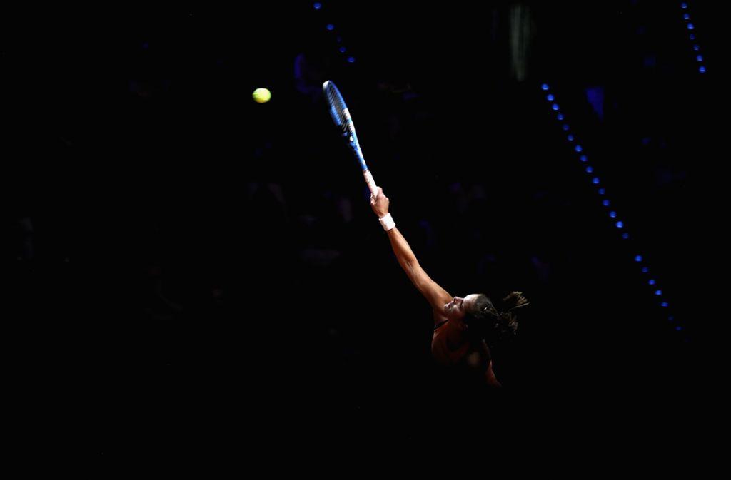 Kurz vor dem Aus: Julia Görges serviert gegen die Tschechin Marketa Vondrousova. Foto: Getty Images Europe