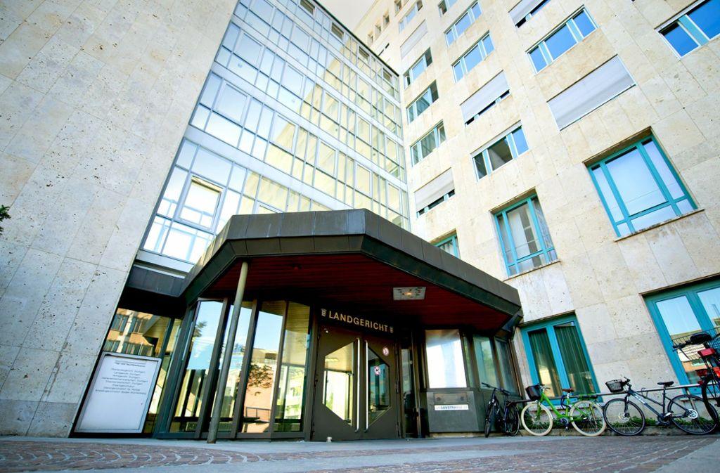 Beim Landgericht Stuttgart – hier der Eingang – drohen neue Turbulenzen  in den Dieselverfahren. Foto: dpa