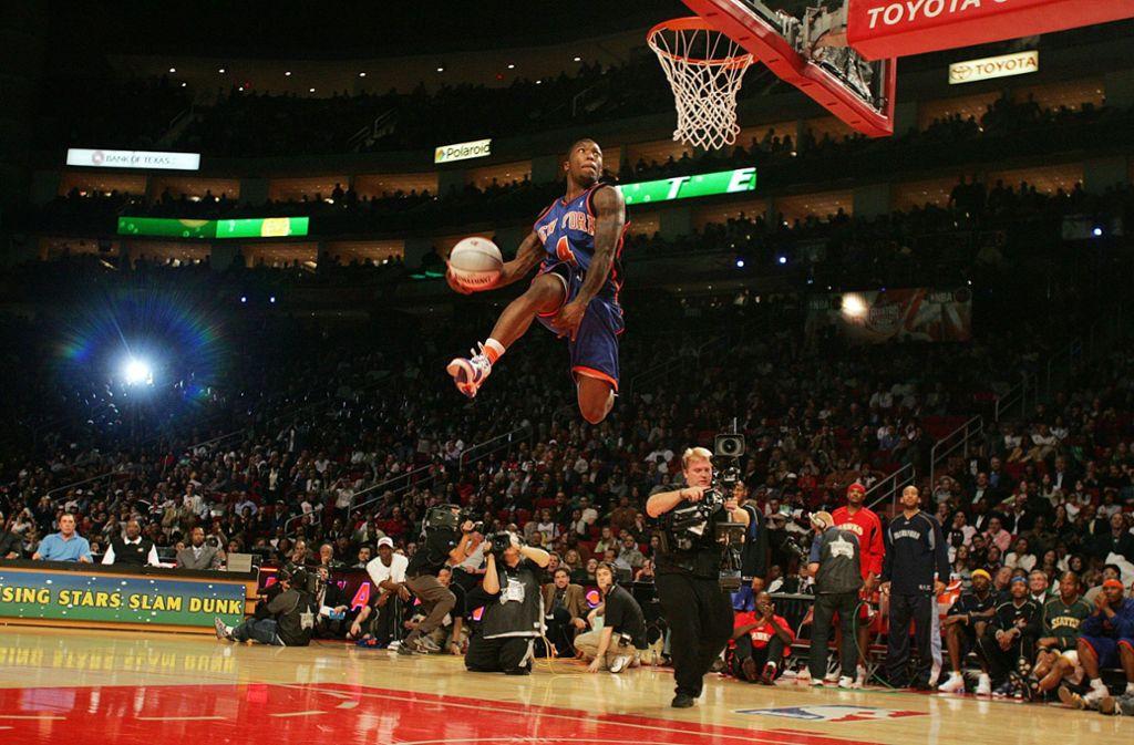Nate Robinson, Körpergröße 1,75 Meter, legte einen der unglaublichsten Slam-Dunk-Wettbewerbe der NBA-Geschichte hin. Als einziger Spieler der Geschichte gewann er den Wettbewerb drei Mal. Foto: AFP