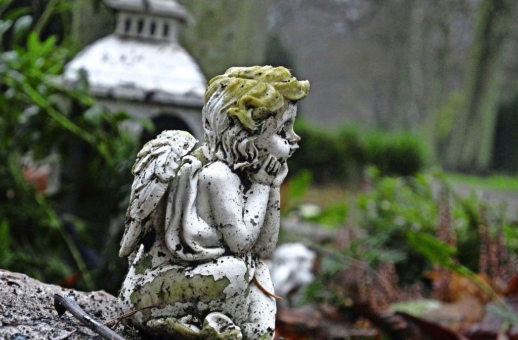 Diebe in Walldorf haben auch vor einem Friedhof keinen Halt gemacht. (Symbolfoto) Foto: dpa