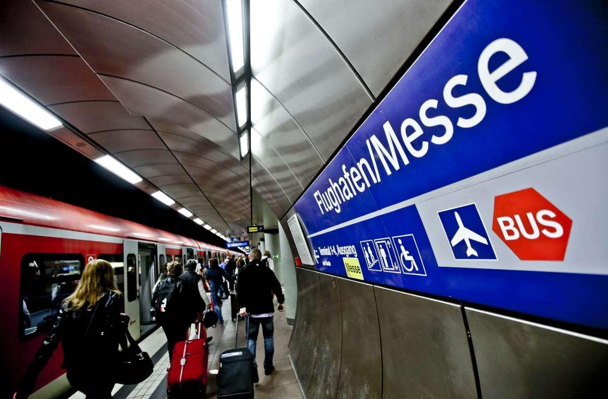 Neben dem bestehenden S-Bahnhalt erhält der Flughafen einen für Fernzüge Richtung Ulm. Für die Züge der Gäubahn aus Singen gibt es nun zwei Möglichkeiten der Airport-Zuführung. Foto: Lichtgut/Leif Piechowski