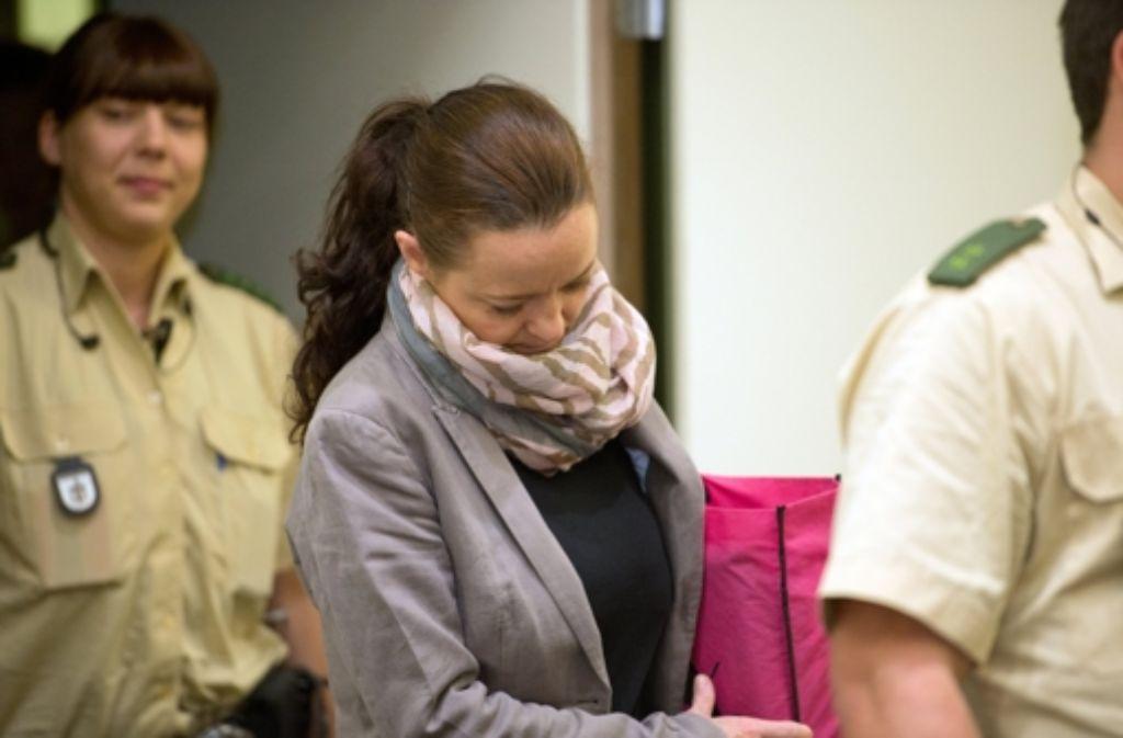 Beate Zschäpe bekommt vom Gericht im NSU-Prozess mehr Zeit ihre Erklärung abzugeben. Foto: dpa