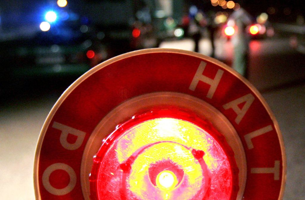 Der BMW-Fahrer hat die Stoppzeichen der Polizei ignoriert und ist geflüchtet. Foto: dpa/Uli Deck