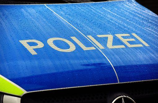 12 000 Euro Schaden an geparktem Auto – Täter flüchtet