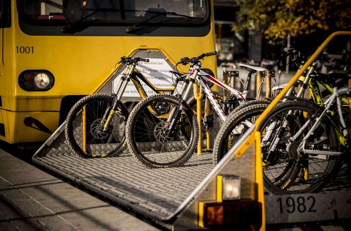 Wertvolle  Last auf dem Transportwagen der Zahnradbahn. Foto: /Lichtgut/Leif Piechowski