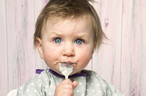 Viel Zucker und  Schadstoffe im Babybrei