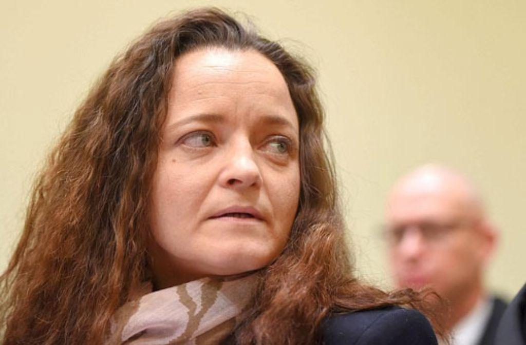 """""""Ich fühle mich moralisch schuldig, dass ich zehn Morde und zwei Bombenanschläge nicht verhindern konnte, lässt sich Beate Zschäpe von ihrem Anwalt vor Gericht zitieren. Foto: AP"""