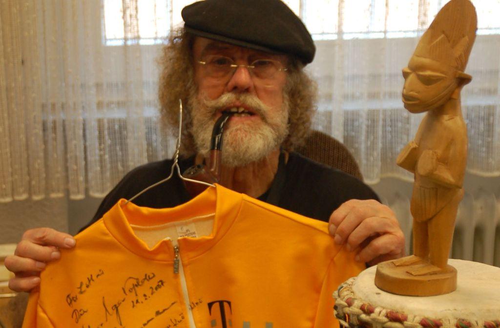 Lothar Knödler ist ein Weltenbummler und Kuriositätensammler. Foto: Sascha Schmierer