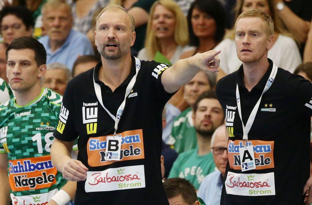 Der Sportliche Leiter Christian Schöne, Trainer Hartmut Mayerhoffer, Spielmacher Josip Peric (v. re.): Nichts zu holen in Magdeburg. Foto: Baumann