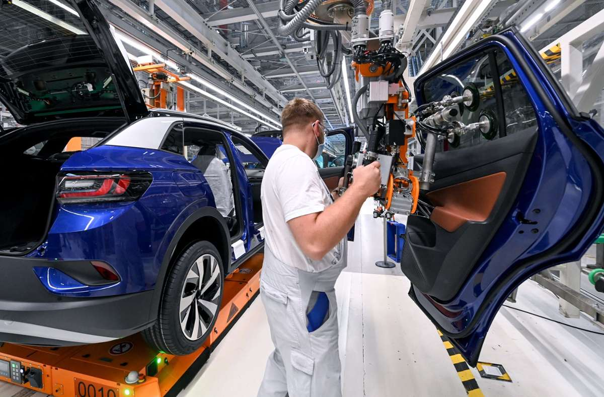 Die Automobilbranche bekommt frisches Geld von der Regierung. Foto: dpa/Hendrik Schmidt