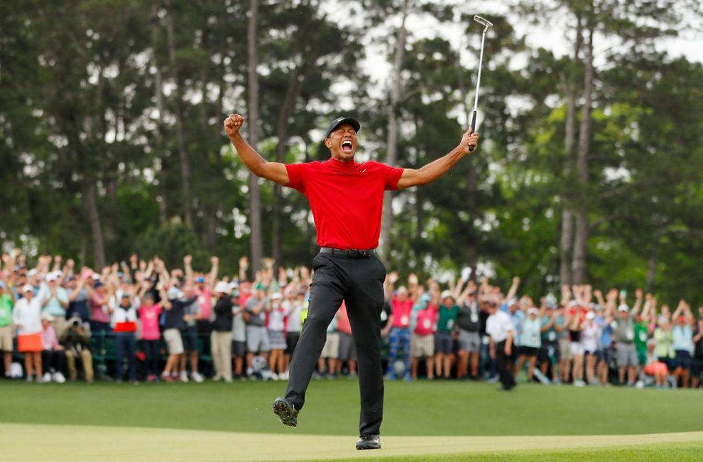 Tiger Woods schreit seine Freude ins weite Grün. Foto: GETTY IMAGES NORTH AMERICA