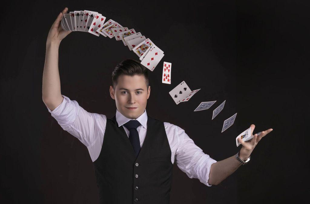 Auf Youtube ist Fabian Magic schon recht erfolgreich – dort zeigt und erklärt der 24-Jährige Zaubertricks. Foto: Fabian Sokolow