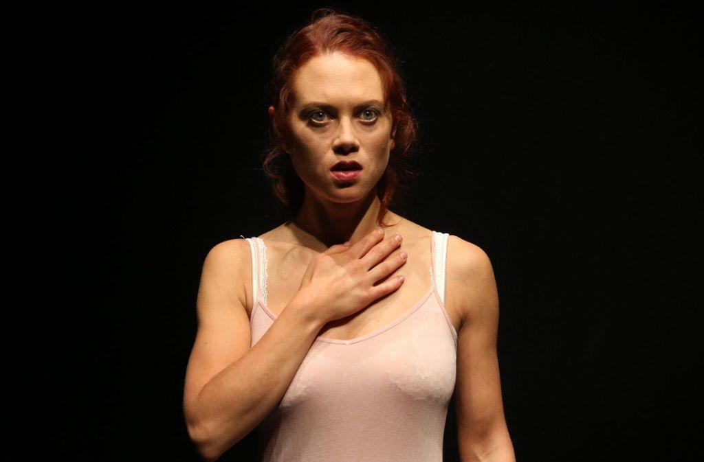 """Lena Sutor-Wernich spielt in """"Das denkende Herz"""" die Etty Hillesum.   Foto: Sabine Haymann"""