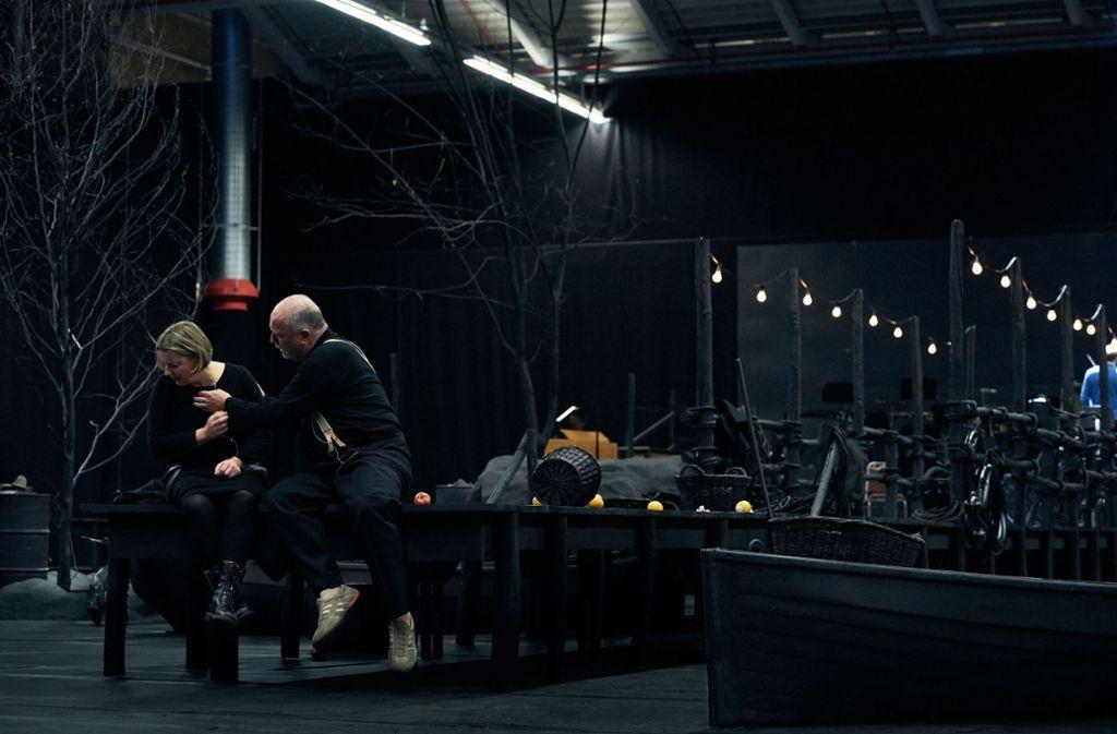 Bei der Probe im Paketpostamt: Claudia Mahnke als Judith und Falk Struckmann als Blaubart Foto: Matthias Baus