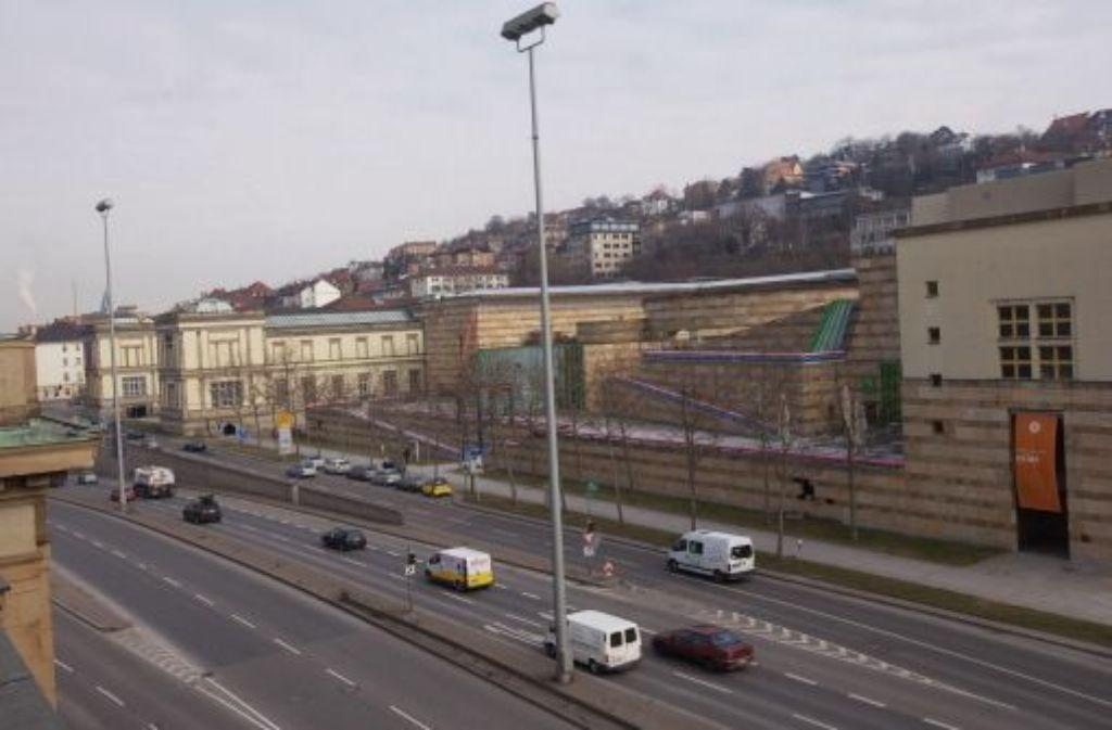 In Stuttgart gehört der meiste öffentliche Raum dem Auto – an der Kulturmeile ist das nicht anders. Foto: Zweygarth