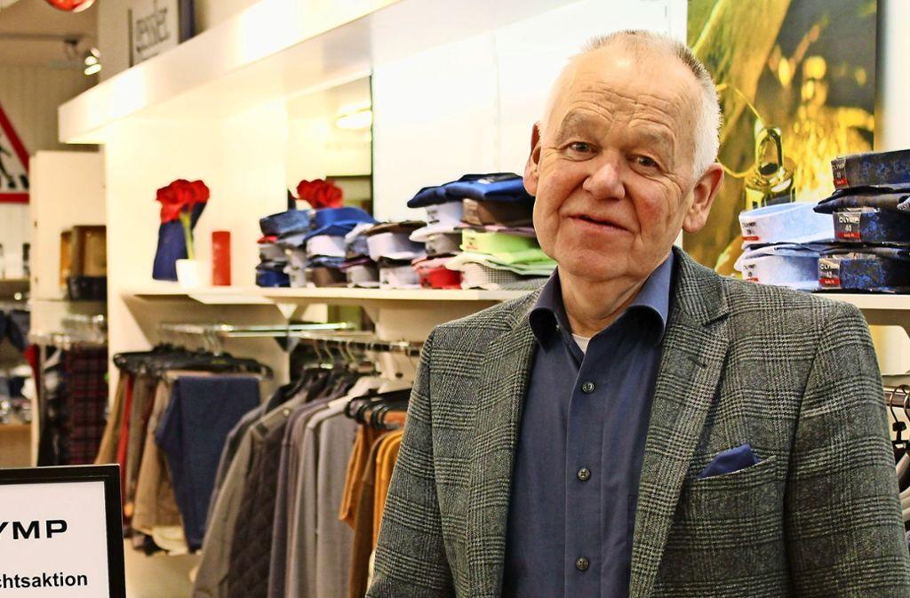 Wolfgang Gessler kann mit seiner Herrenmode immer noch viele Kunden anlocken. Foto: Jacqueline Fritsch