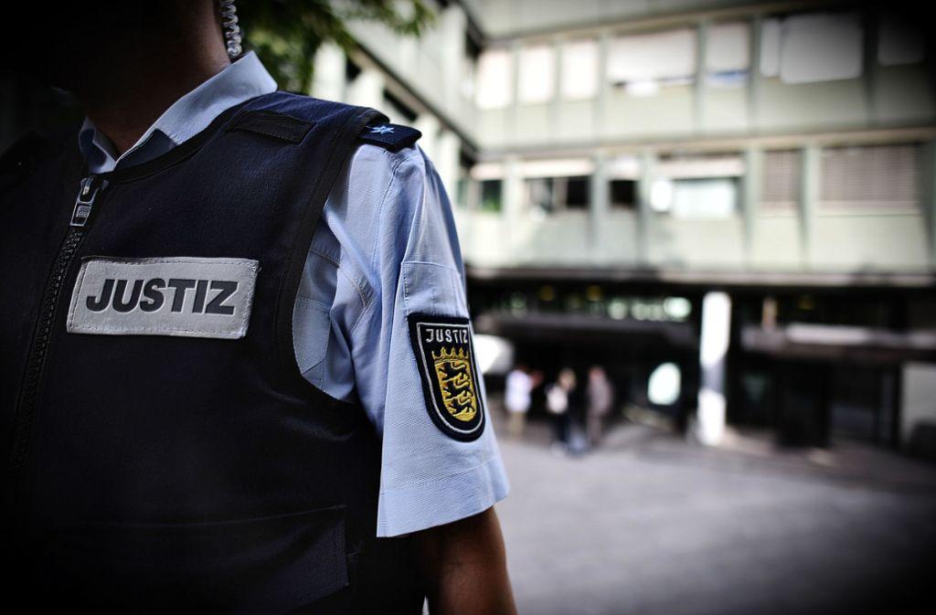 Eine 62-Jährige steht jetzt vor dem Landgericht Stuttgart, weil sie eine Seniorin getötet haben soll (Symbolbild). Foto: Weingand/STZN