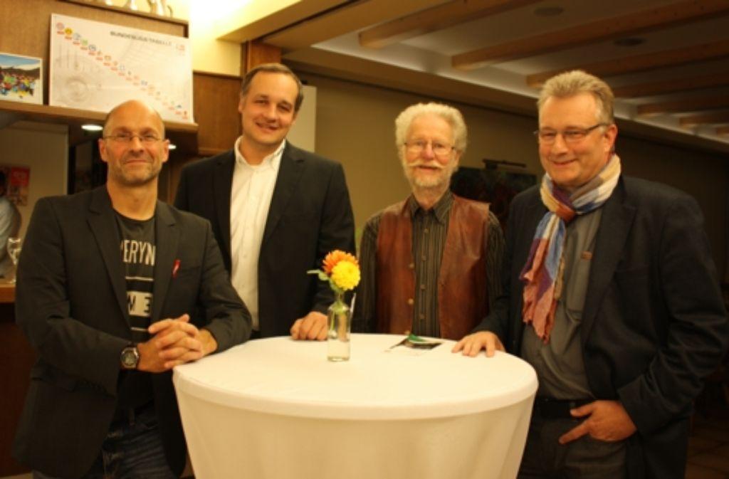 Martin Tschepe, Thomas Ruhland, Hans Betsch und  Walter Braun (von links) haben kurze Vorträge über das Baden im Neckar gehalten, mit Lesern diskutiert und Fragen beantwortet. Foto: Annina Baur
