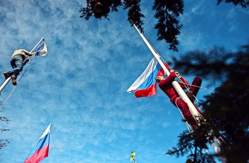 Statt der ukrainischen  Flagge weht nun die russische Fahne auf der Krim. Foto: AP