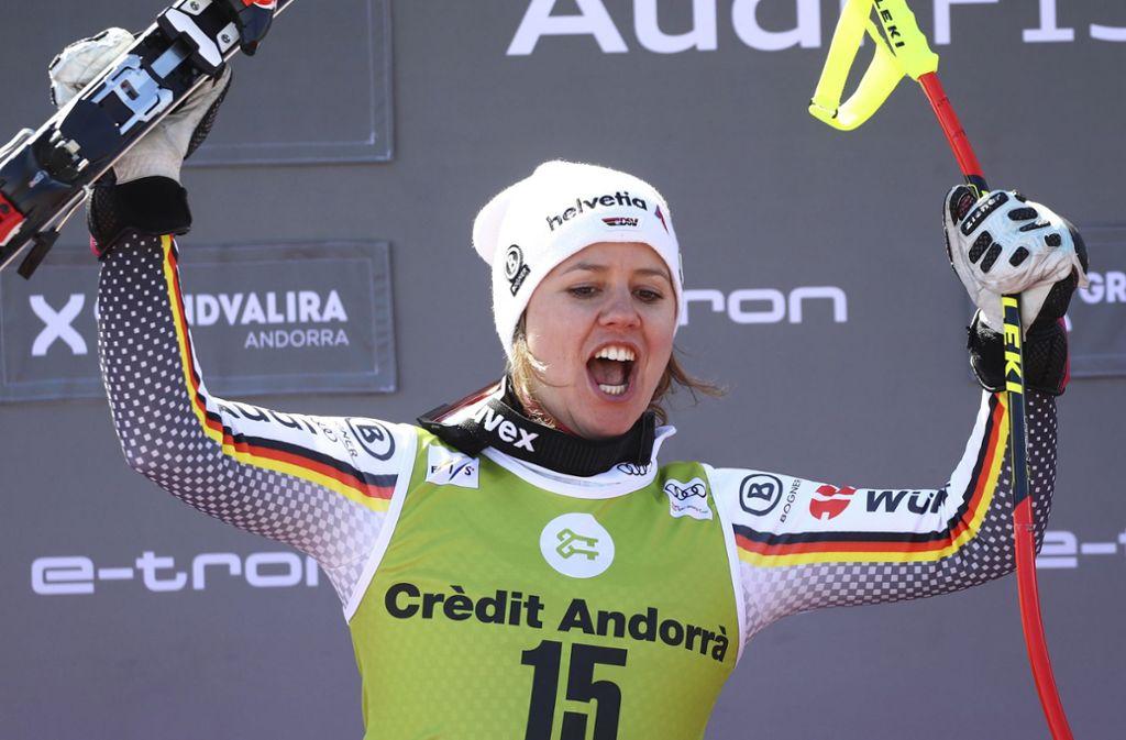 So möchte Viktoria Rebensburg auch in diesem Winter wieder jubeln. Foto: dpa/Alessandro Trovati
