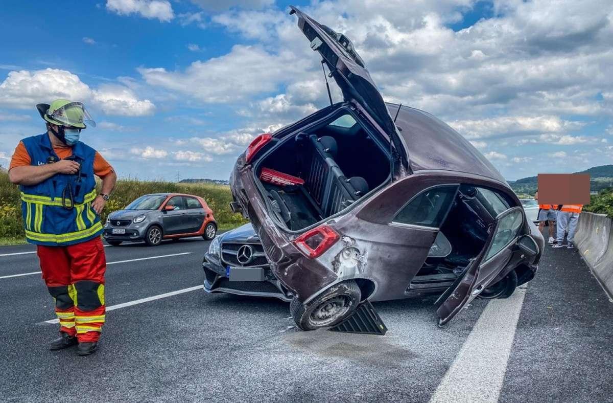 DIe Autos sind bei dem Unfall schwer beschädigt worden. Foto: SDMG/ Dettenmeyer