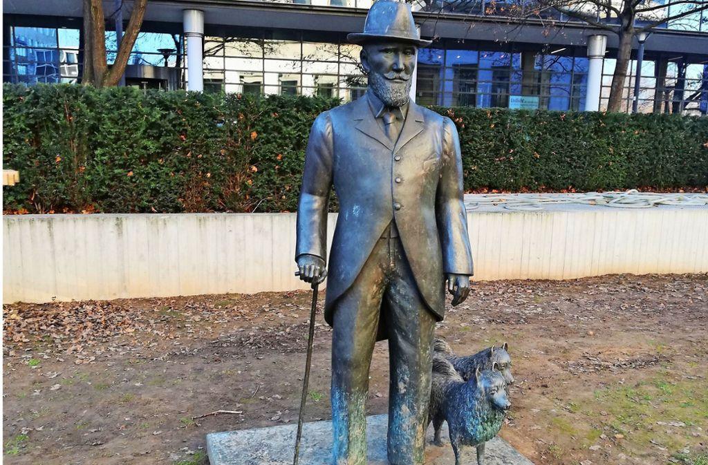 Die Statue zeigt König Wilhelm II. mit seinen Spitzern. Der Bezirksbeirat Mitte forderte  im  Dezember 2019 ihre Rückverlegung vor das Stadtpalais. Foto: Cedric Rehman