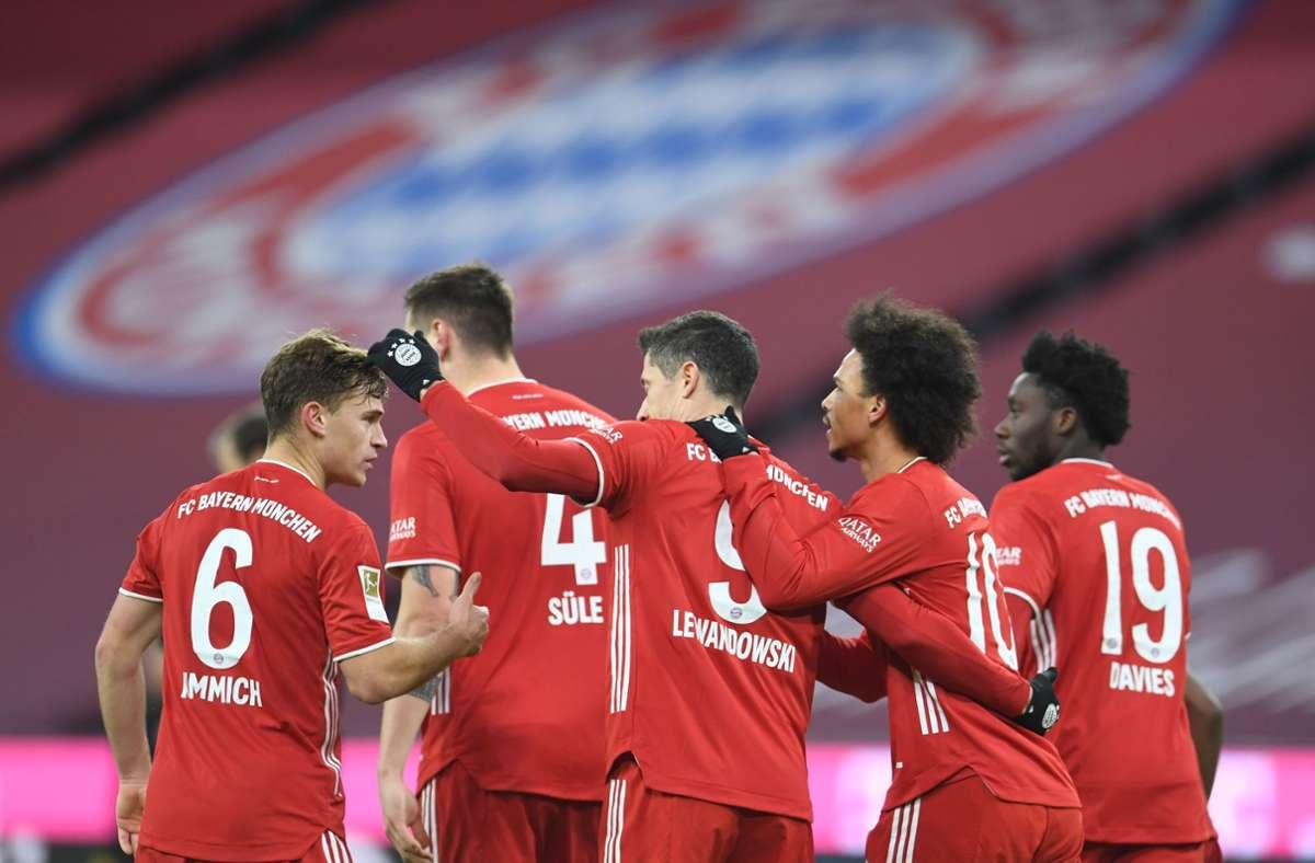 Große Freude bei den Spielern des FC Bayern München Foto: AFP/ANDREAS GEBERT