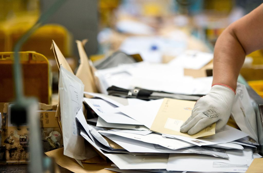 Ein Postbote soll mehr als 400 Briefe weggeschmissen haben. Foto: dpa/Daniel Naupold