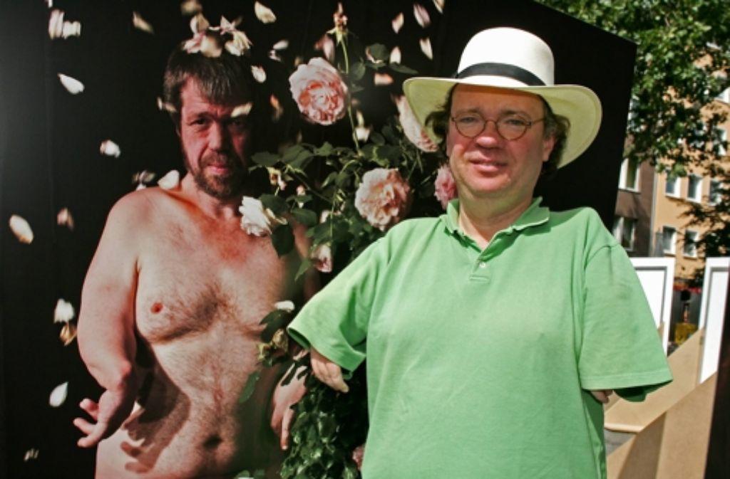 Der Filmemacher Niko von Glasow geht offen mit seinem Handicap um Foto: dapd
