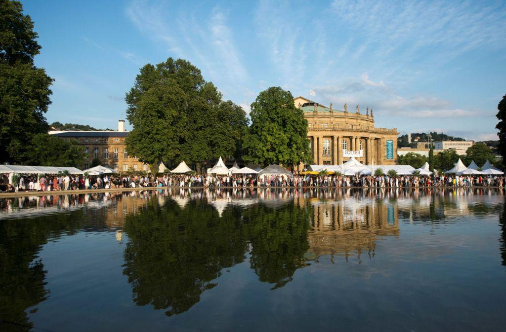 Ab Donnerstag locken die weißen Zelte am Eckensee wieder die Besucher. Foto: in.Stuttgart