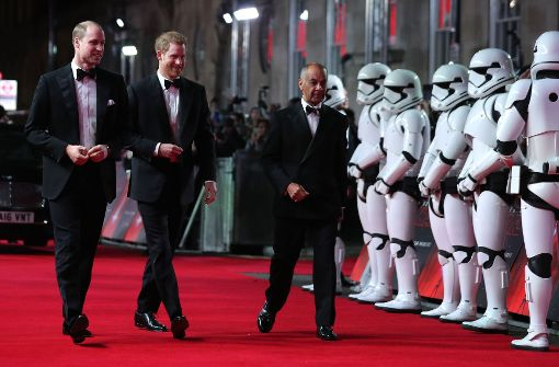 """Prinzen William und Harry bei der """"Star Wars""""-Premiere"""
