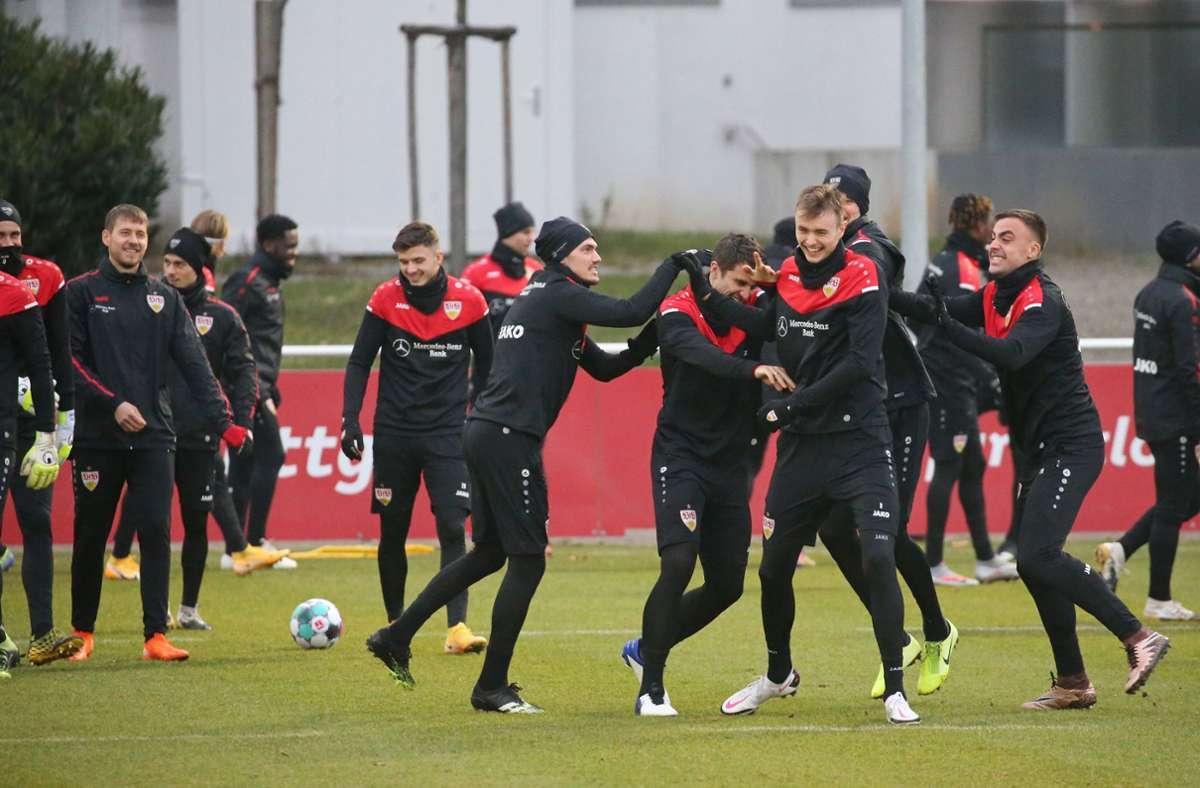 Gute Laune beim Training des VfB Stuttgart Foto: Pressefoto Baumann/Alexander Keppler