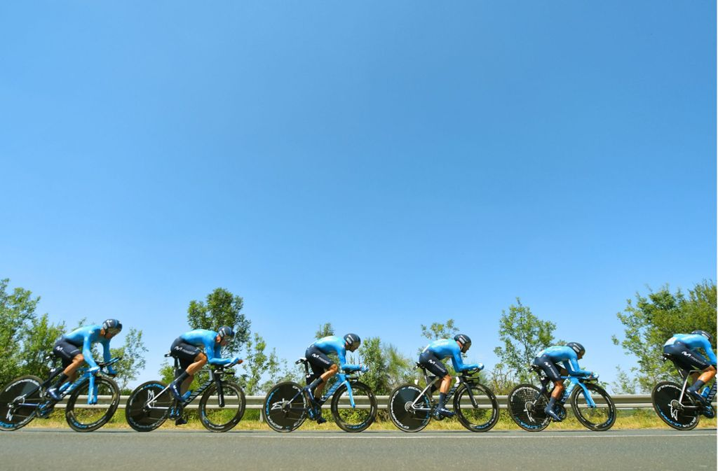 Blau ist Trumpf – zumindest führt das spanische Team Movistar die Teamwertung an. Foto: