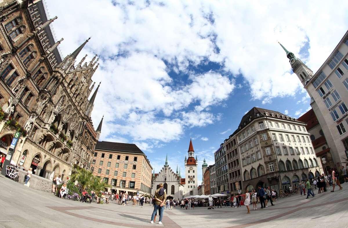 Der Münchner Marienplatz – zu sehen auch das Rathaus. (Archivbild) Foto: imago images/Ralph Peters/Ralph Peters via www.imago-images.de