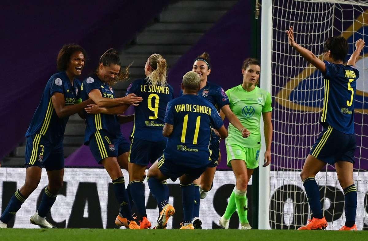 Abwehrfehler bei Wolfsburg waren spielentscheidend. Foto: AFP/GABRIEL BOUYS
