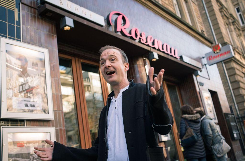 Wo man singt, da lass dich nieder: Patrick Bopp vor der Rosenau. Foto: Lichtgut/Max Kovalenko