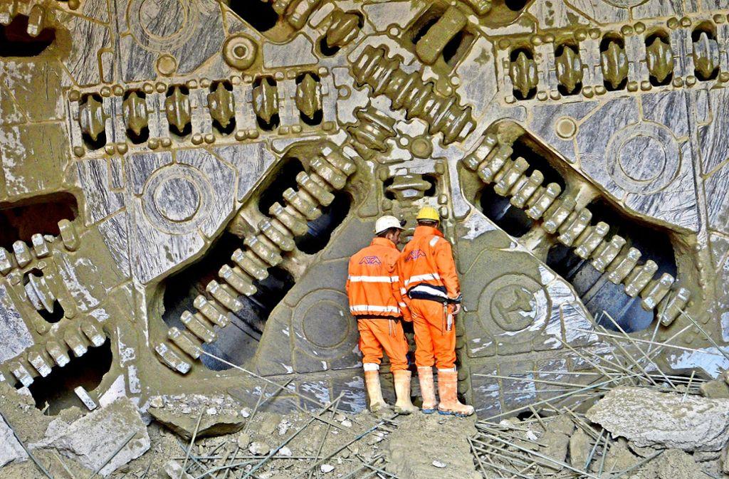 Die Tunnelbohrmaschine kommt am Freitag wieder ans Tageslicht. Foto: dpa