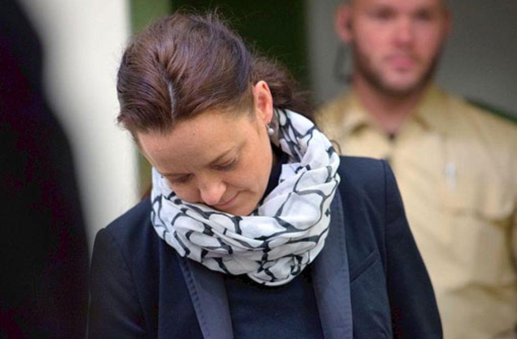 Beate Zschäpe betritt am Mittwoch den Gerichtssaal.  Foto: dpa