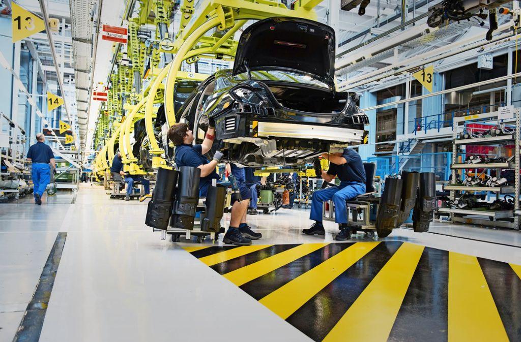 Im dritten Quartal sind in Daimler-Werken viele Wagen auf Halde produziert worden. Foto: dpa