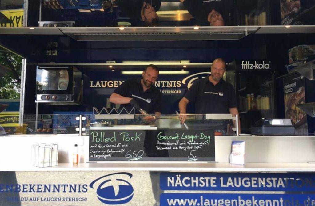 Die Brüder Brandt und ihr Foodtruck – eine große Liebe, vor allem zum Laugen. Foto: Tanja Simoncev
