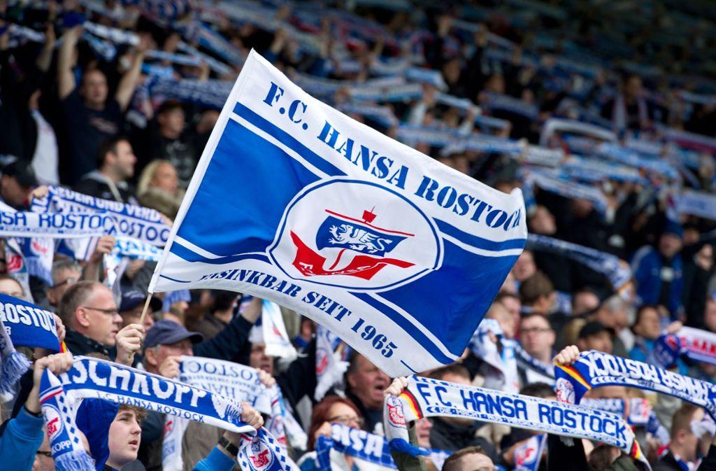 Hansa-Rostock-Fans  gelten bei der Polizei als tendenziell gewaltbereit (Symbolbild). Foto: Pressefoto Baumann