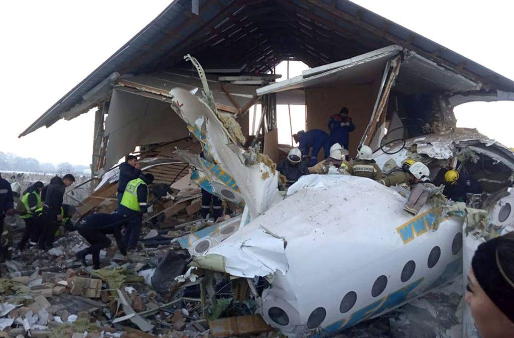 Bei dem Absturz kamen mindestens 12 Menschen ums Leben. Foto: dpa/Uncredited
