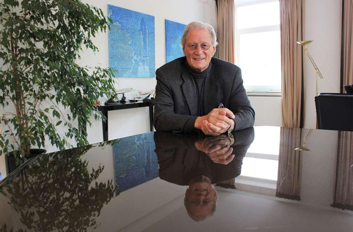 Ένας άλλος επιχειρηματίας που μας άφησε το 2020 είναι ο Helmut Nanz.  Ο Nanz ήταν 76 ετών και για πολλά χρόνια ήταν Διευθύνων Σύμβουλος του Nanz Group, τον οποίο αγόρασε η Edeka το 1996.  Αλλά ο Χέλμουτ Νανζ όχι μόνο έκανε ένα όνομα για τον εαυτό του στη βιομηχανία τροφίμων: ως πολιτιστικός υποστηρικτής, ήταν πρόεδρος της Ορχήστρας Επιμελητηρίου της Στουτγάρδης και μέλος του διοικητικού συμβουλίου του Φεστιβάλ Παλάτι του Ludwigsburg.  Φωτογραφία: Caroline Holowiecki