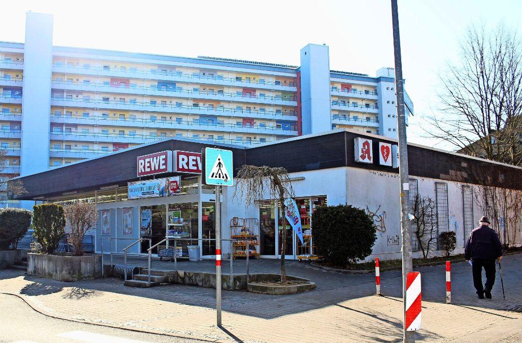 Der Supermarkt an der Paprikastraße will wachsen. Die Stadt will ihm das ermöglichen, um ihn zu halten. Foto: Caroline Holowiecki