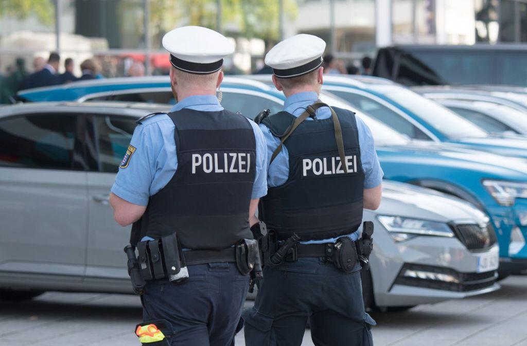 Polizisten konnten den 29-jährigen Verdächtigen schnappen. (Symbolbild) Foto: dpa/Andreas Arnold