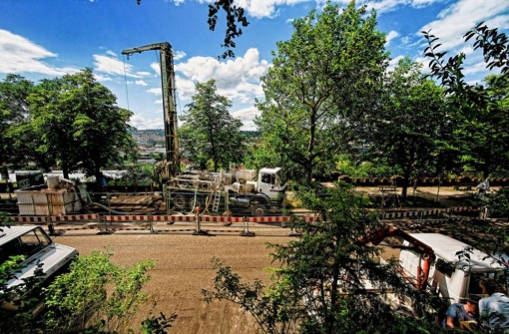 Bei der Probebohrung im Juli 2009 im Osten ist am Hang Wasser ausgetreten. Foto: H. Heiss