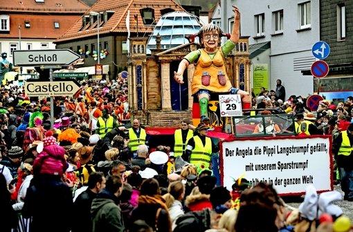 Angela Merkel greift in Pippis Sparstrumpf